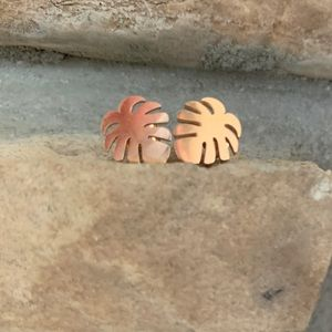 Monstera Deliciosa Leaf Rose Gold stud ear…